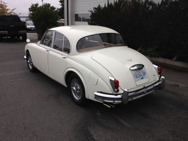 1963 JAGUAR MARK II SEDAN - Rear 3/4 - 180926