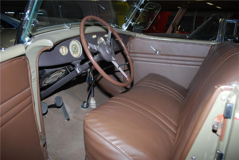 1935 FORD PHAETON  - Interior - 180959