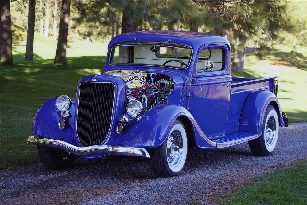 1935 FORD CUSTOM PICKUP - Front 3/4 - 181009