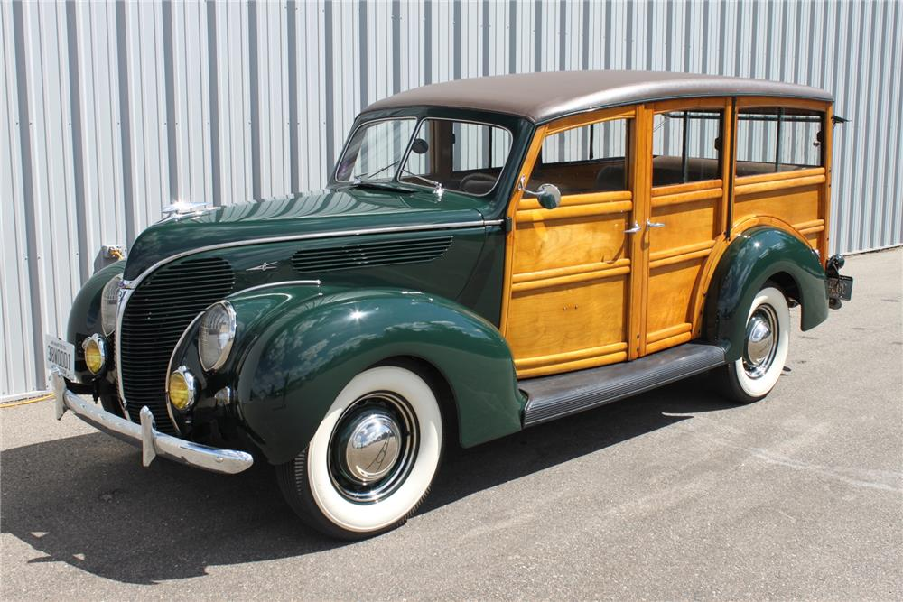 1938 FORD 4 DOOR WOODY WAGON - Front 3/4 - 181059