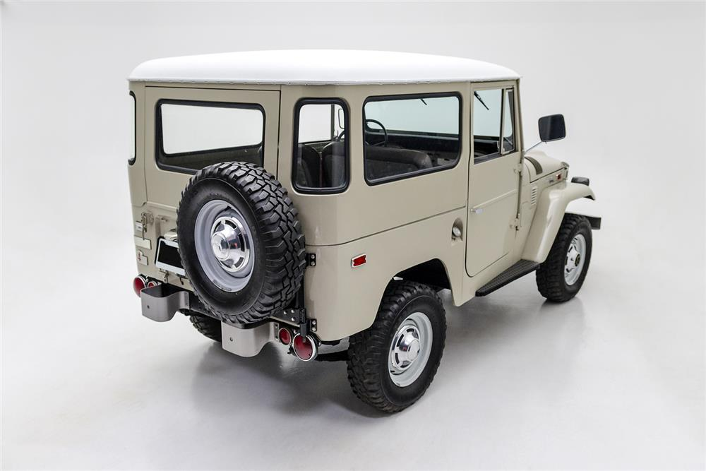 1970 TOYOTA LAND CRUISER FJ-40 SUV - Rear 3/4 - 181081