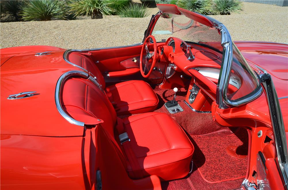 1961 CHEVROLET CORVETTE CONVERTIBLE - Interior - 181221