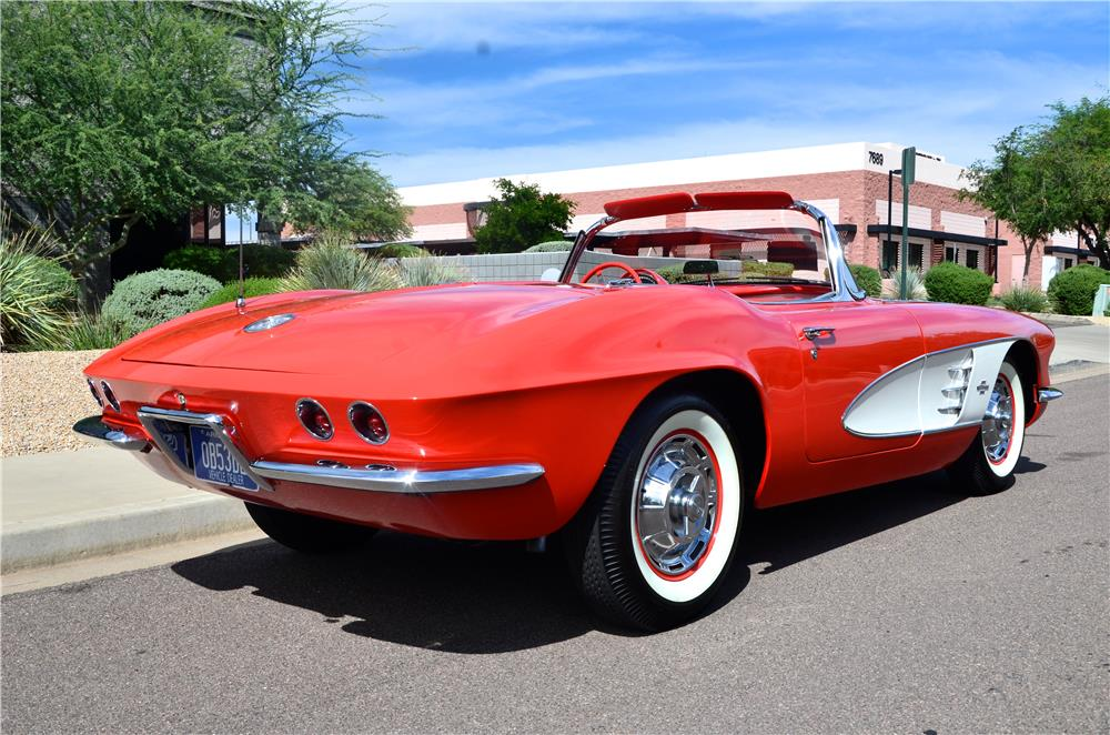 1961 CHEVROLET CORVETTE CONVERTIBLE - Rear 3/4 - 181221
