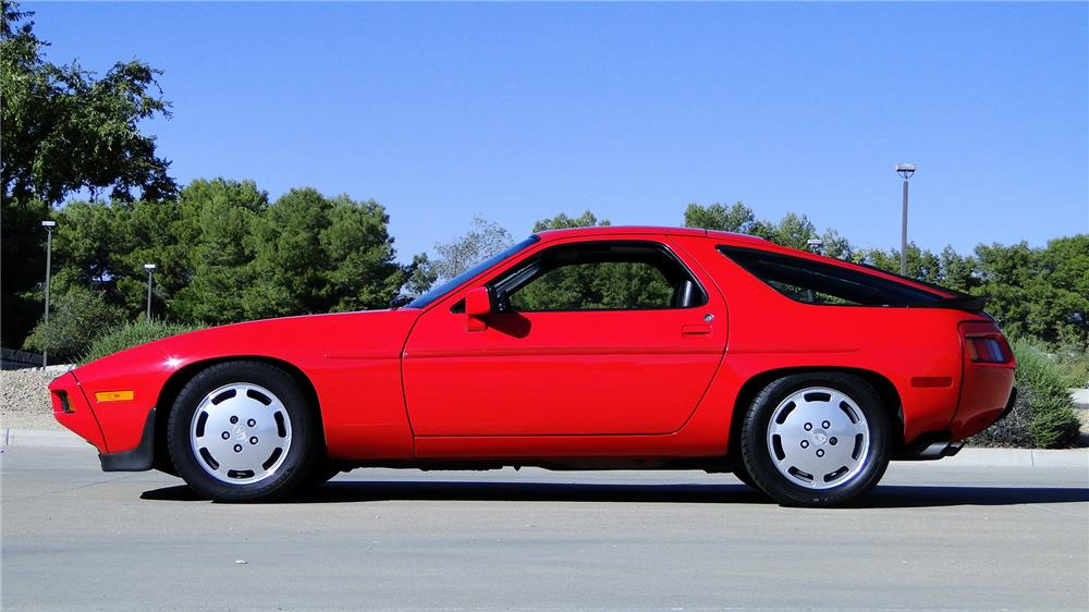 1985 PORSCHE 928 - Side Profile - 181333