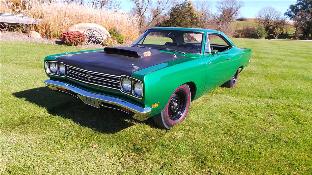 1969 PLYMOUTH ROAD RUNNER - Front 3/4 - 181361