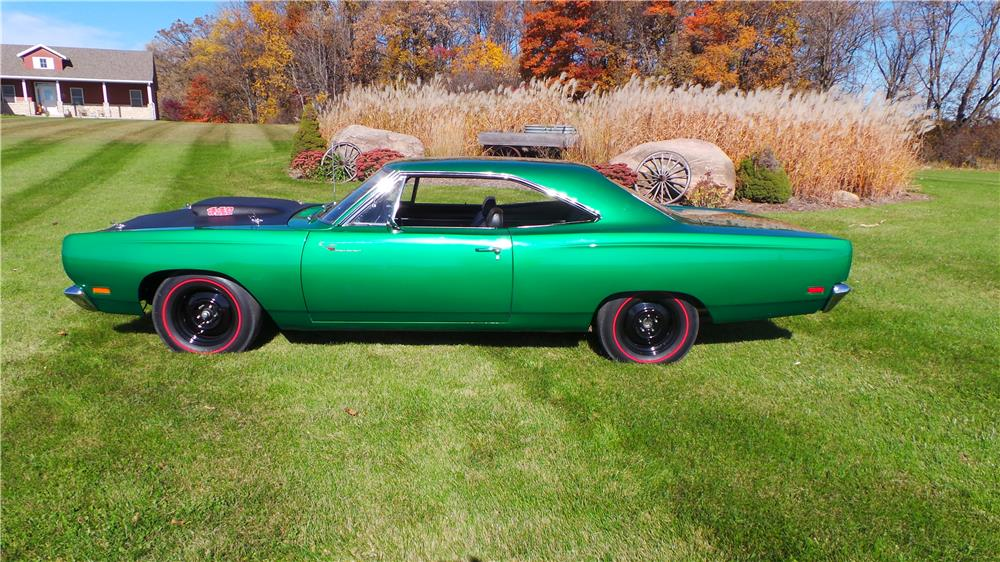1969 PLYMOUTH ROAD RUNNER - Side Profile - 181361