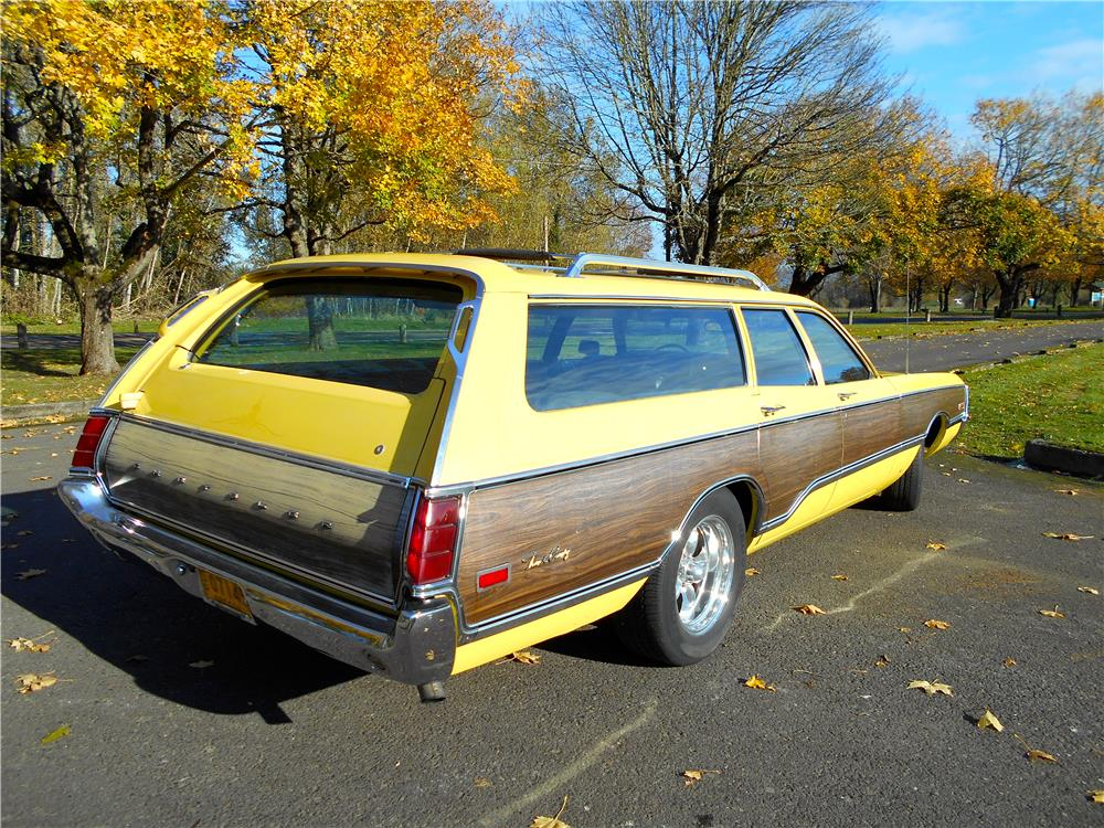 1971 CHRYSLER TOWN & COUNTRY STATION WAGON - Rear 3/4 - 181387