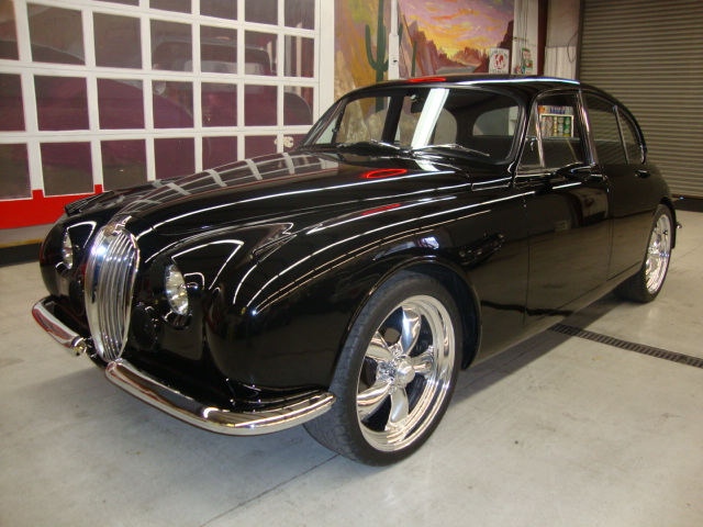 1961 JAGUAR MARK II CUSTOM 4 DOOR SALOON - Front 3/4 - 181390
