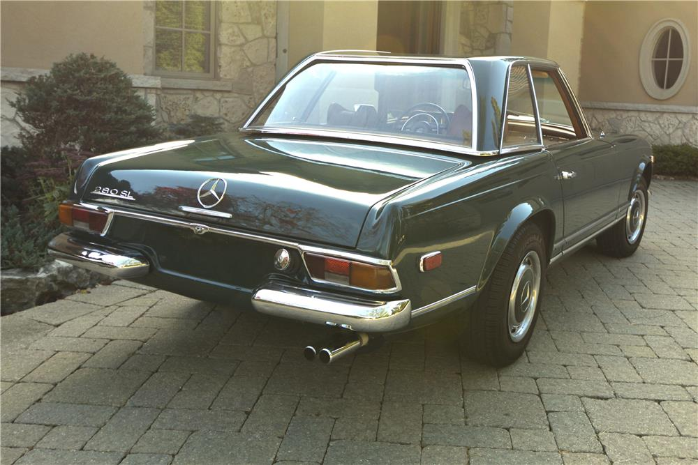 1970 MERCEDES-BENZ 280SL ROADSTER - Rear 3/4 - 181401