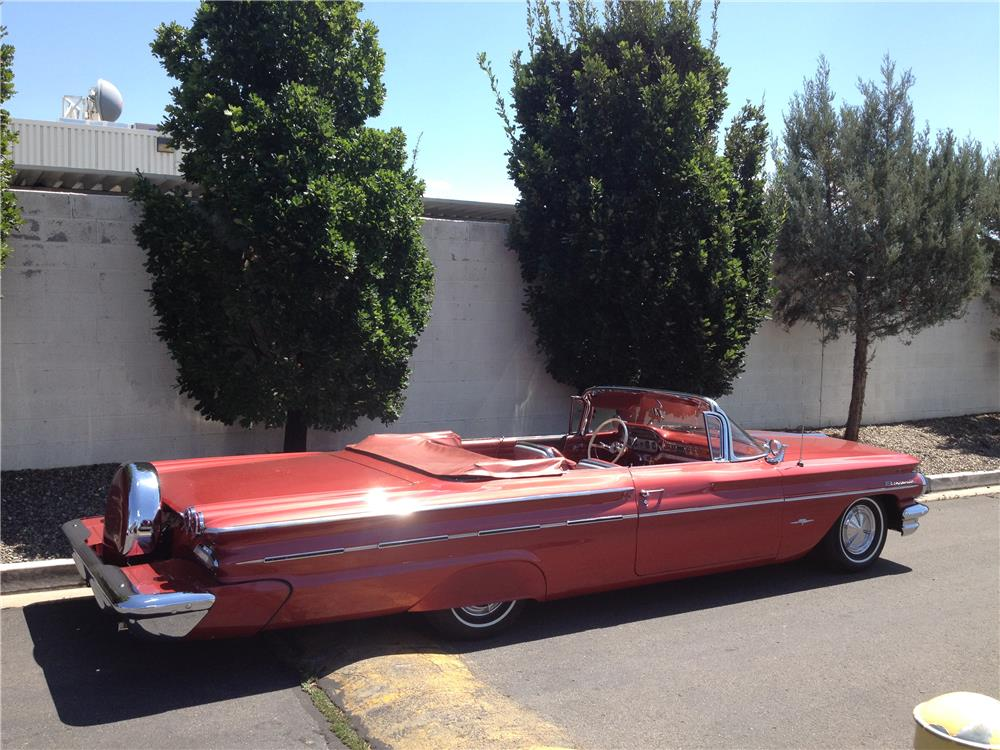 1960 PONTIAC BONNEVILLE CONVERTIBLE - Rear 3/4 - 181423