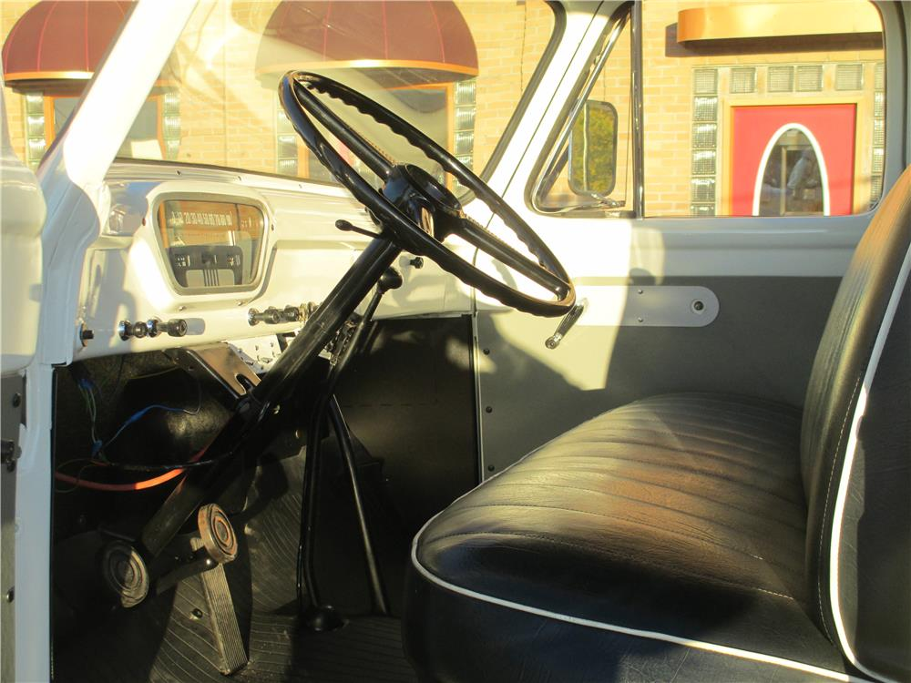 1955 FORD F-600 TOW TRUCK - Interior - 181507
