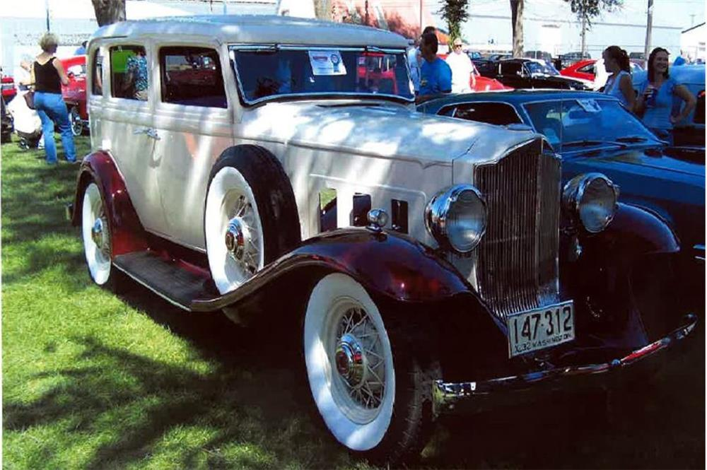 1932 PACKARD CUSTOM 4 DOOR SEDAN - Front 3/4 - 181521
