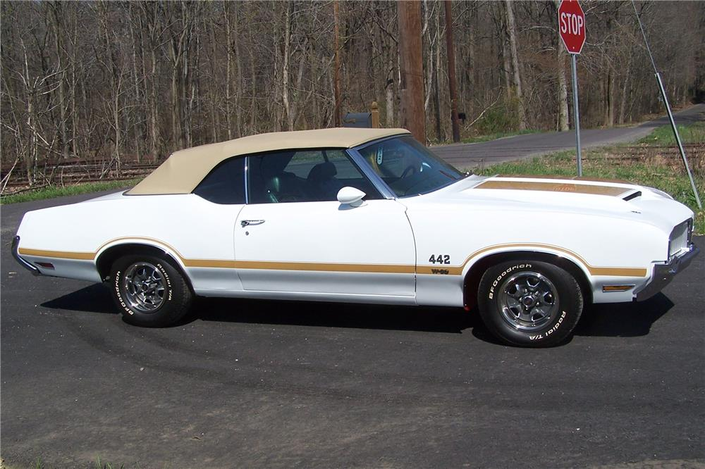 1970 OLDSMOBILE 442 W30 CONVERTIBLE - Side Profile - 181537