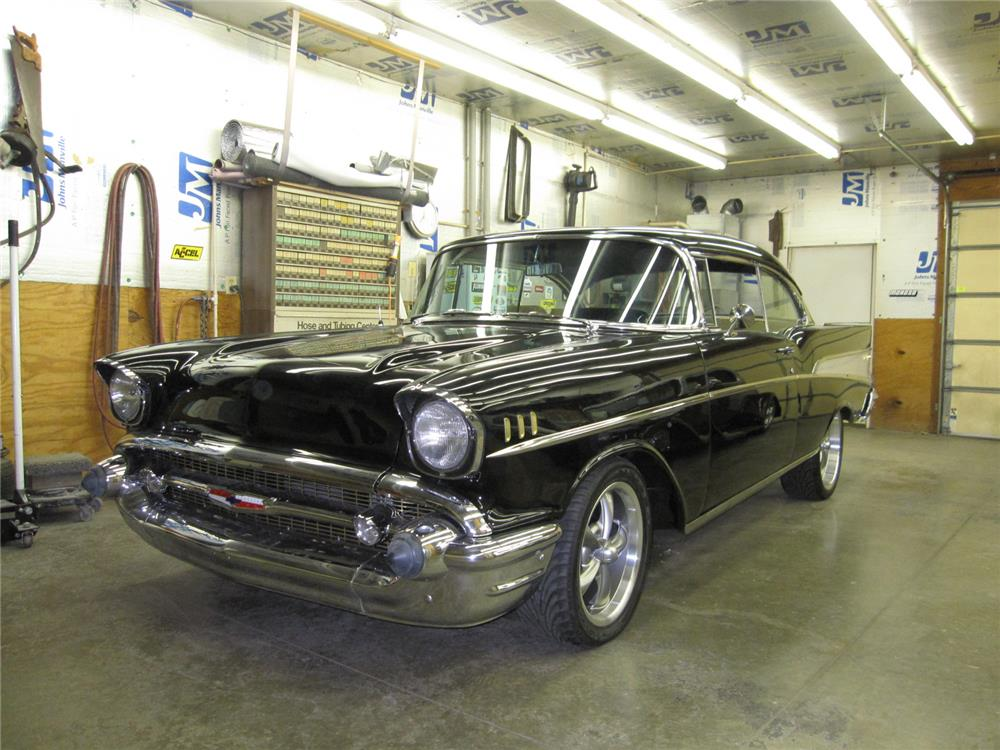 1957 CHEVROLET BEL AIR CUSTOM - Front 3/4 - 181652