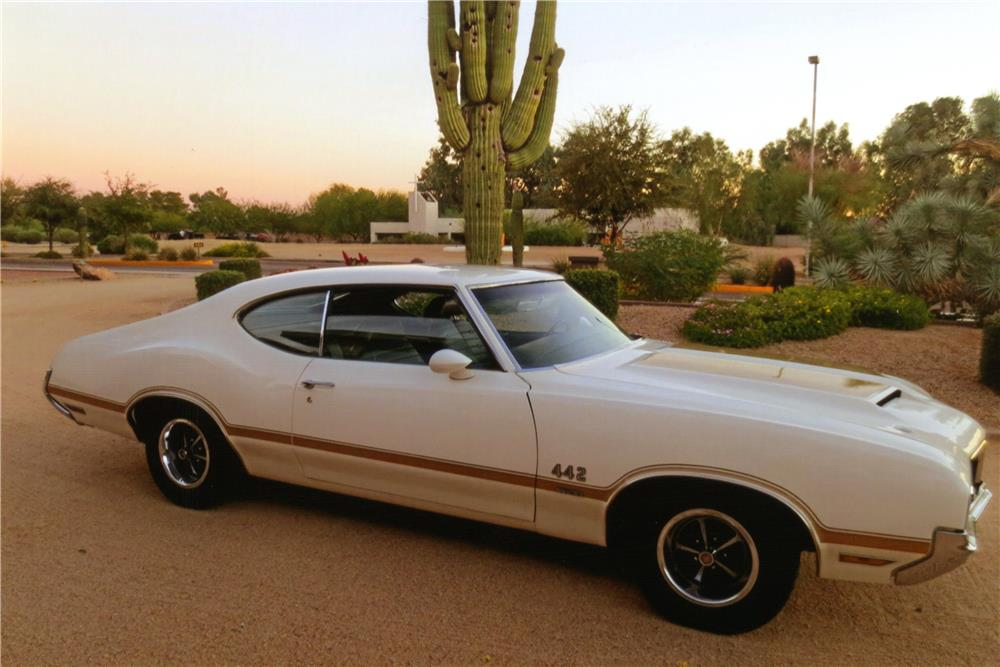 1970 OLDSMOBILE 442 W30 - Side Profile - 181671