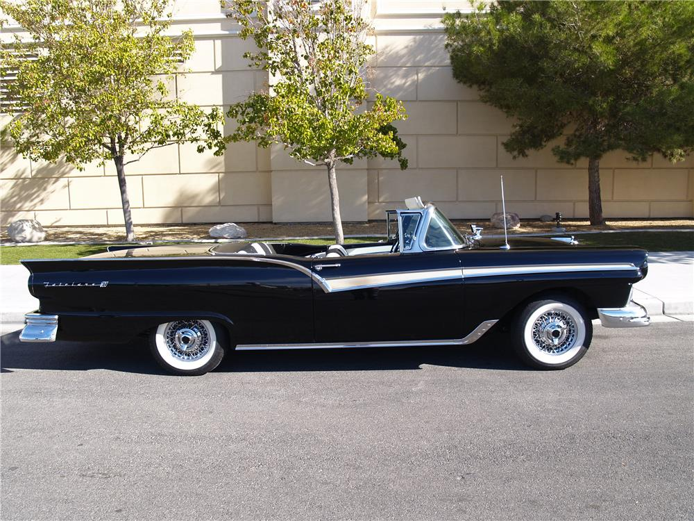 1957 FORD SKYLINER RETRACTABLE HARDTOP - Side Profile - 181730