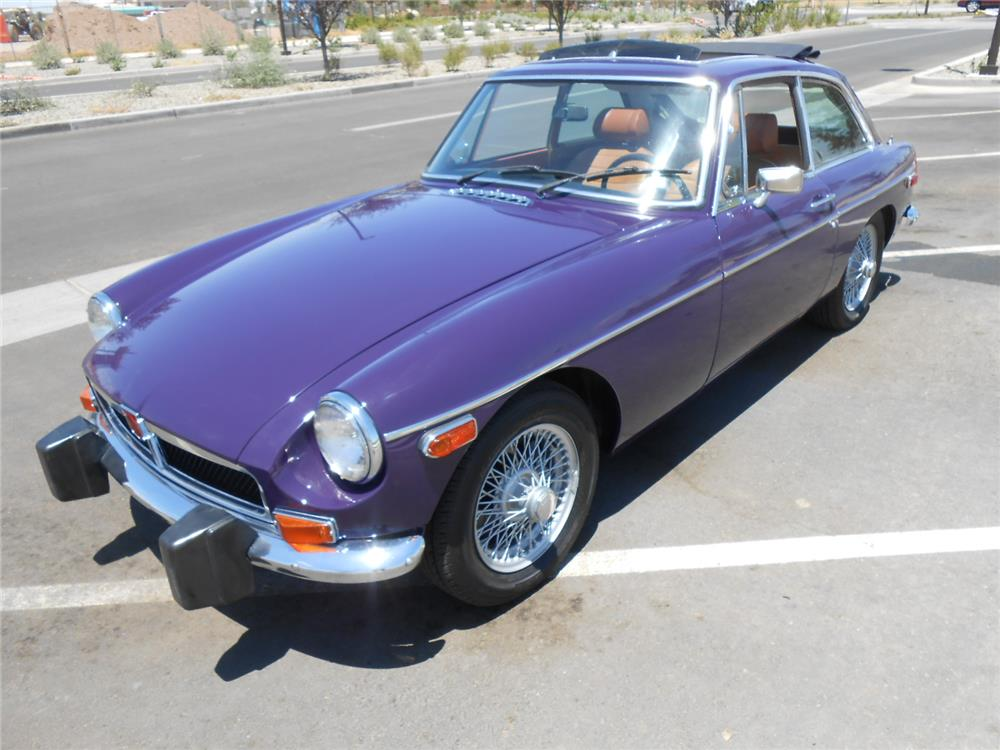 1974 MGB - Front 3/4 - 181749
