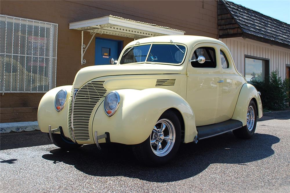 1939 FORD STANDARD CUSTOM 2 DOOR COUPE - Front 3/4 - 181794
