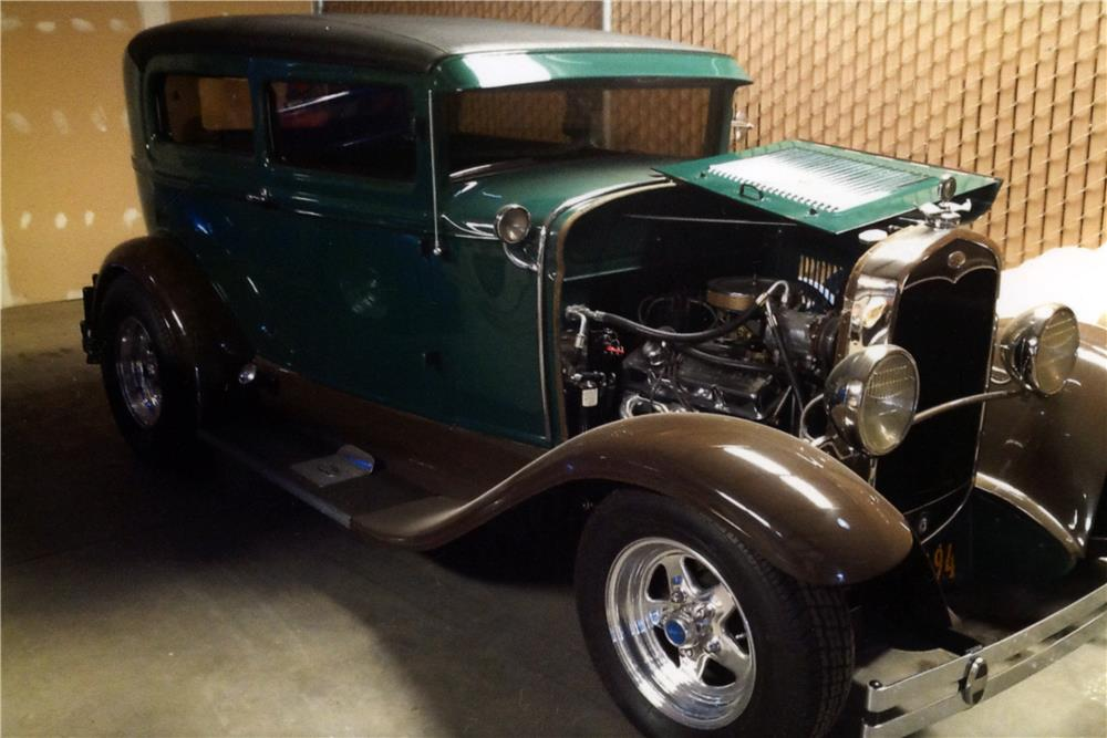 1931 FORD CUSTOM 2 DOOR SEDAN - Front 3/4 - 181795