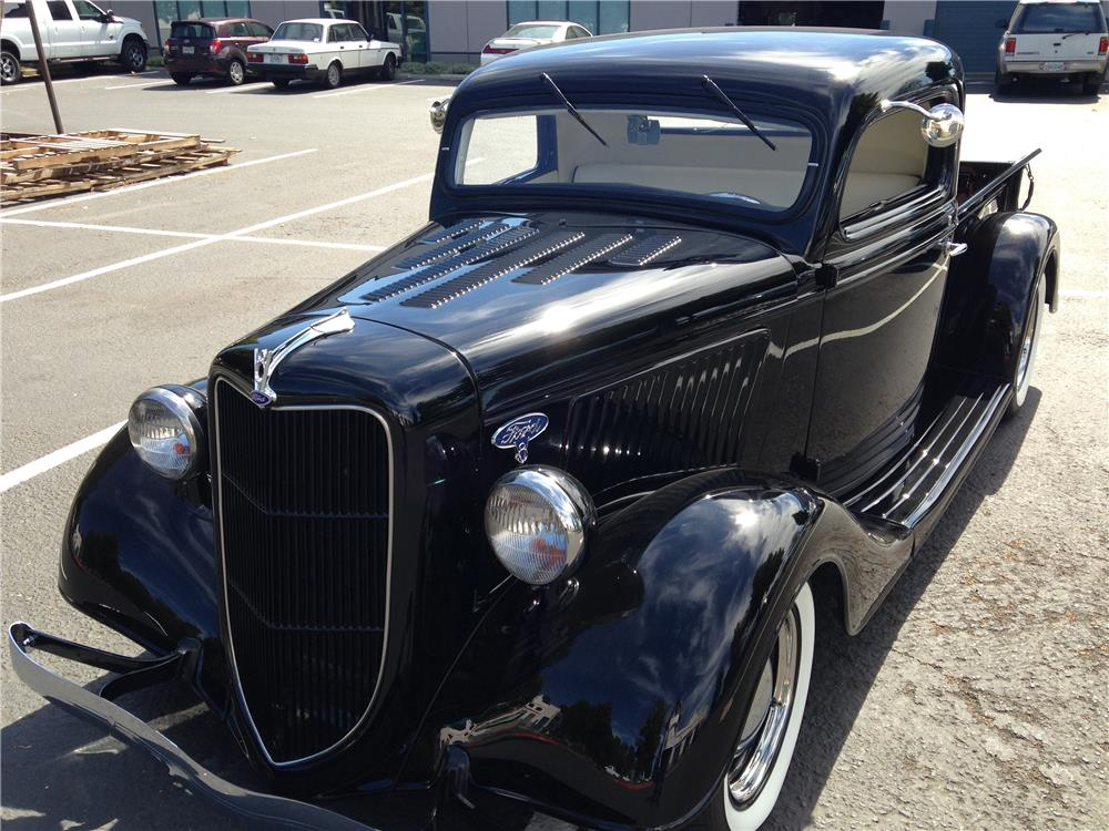 1935 FORD CUSTOM PICKUP - Front 3/4 - 181800
