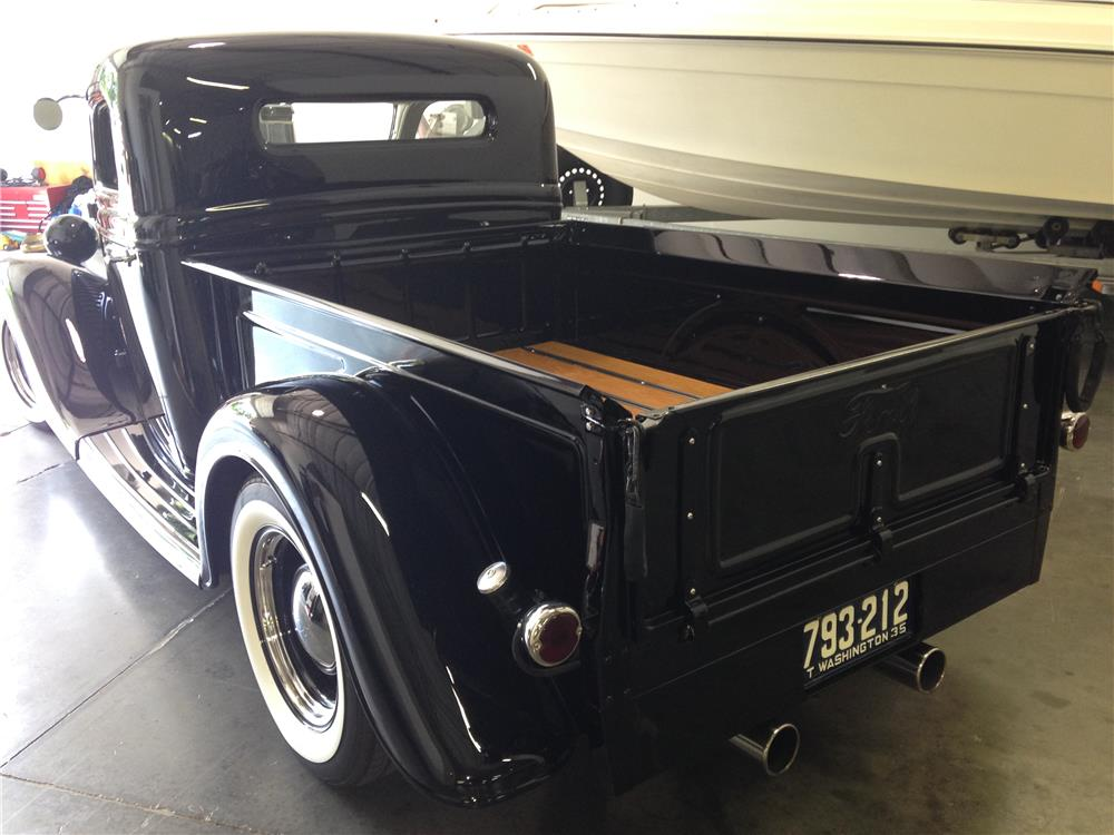 1935 FORD CUSTOM PICKUP - Rear 3/4 - 181800