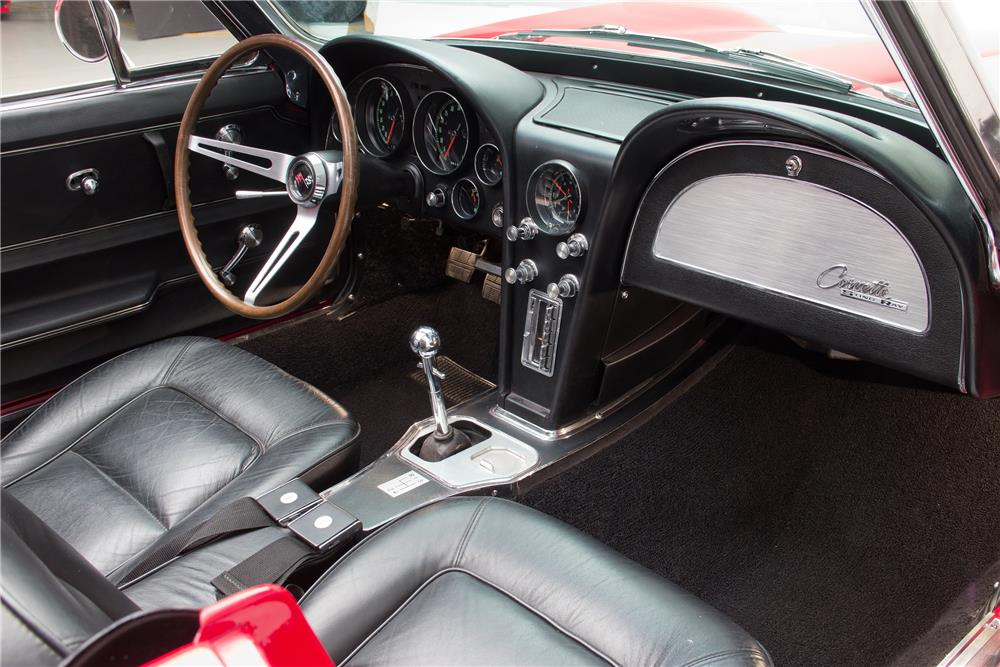 1965 CHEVROLET CORVETTE CONVERTIBLE - Interior - 182074