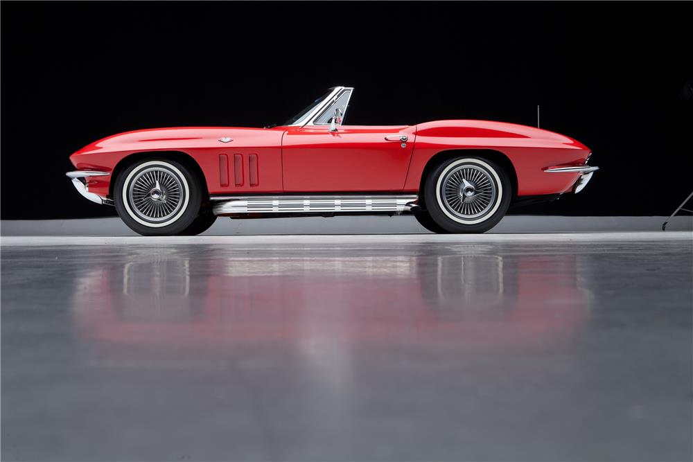 1965 CHEVROLET CORVETTE CONVERTIBLE - Side Profile - 182074