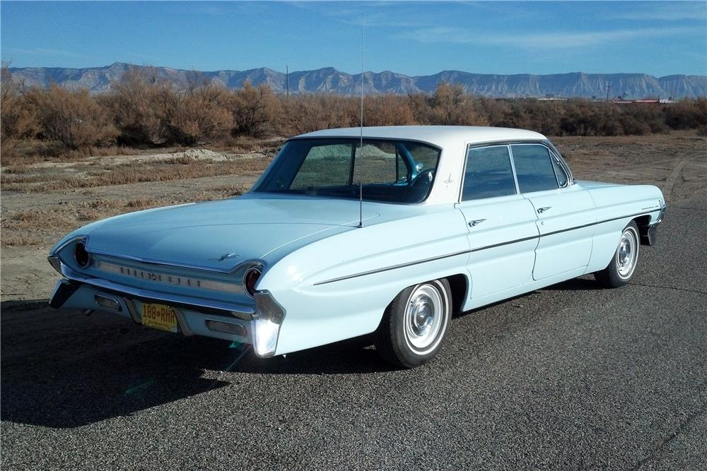 1961 OLDSMOBILE DYNAMIC 88 4 DOOR - Rear 3/4 - 182119