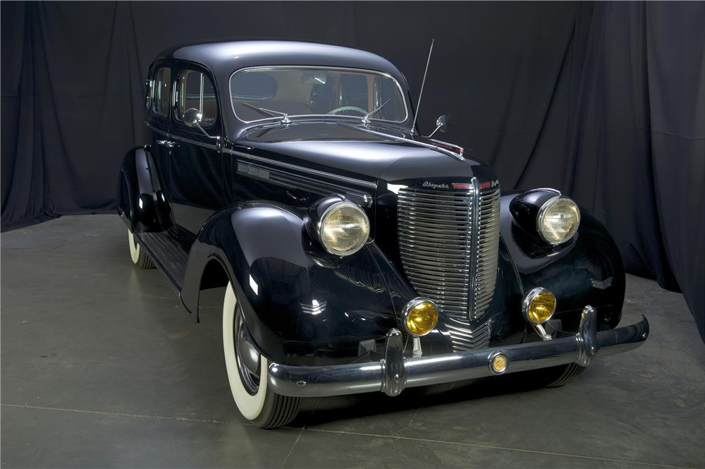 1938 CHRYSLER IMPERIAL TOURING SEDAN - Front 3/4 - 182126