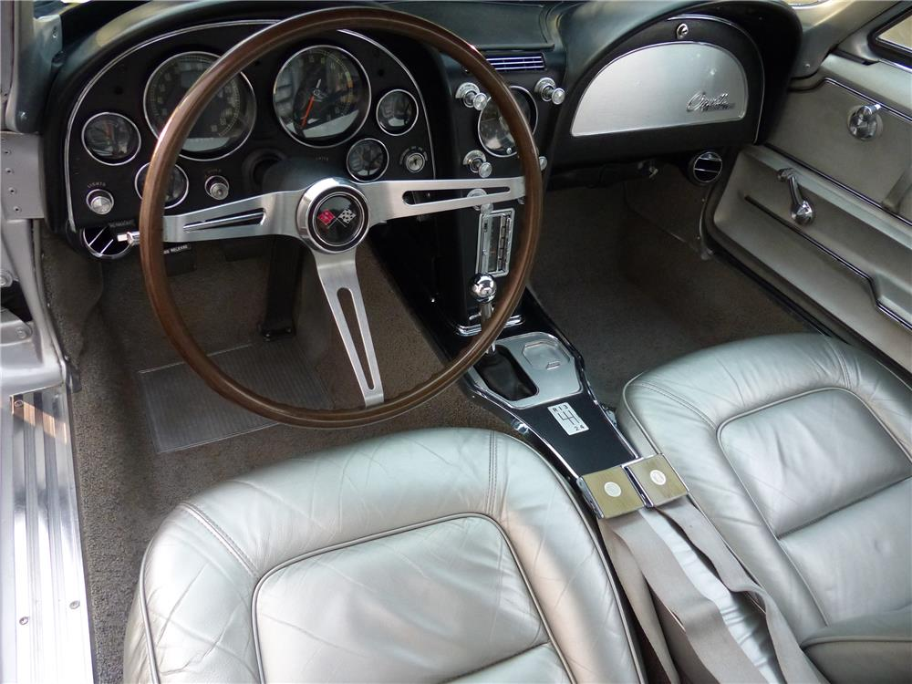 1965 CHEVROLET CORVETTE - Interior - 182259