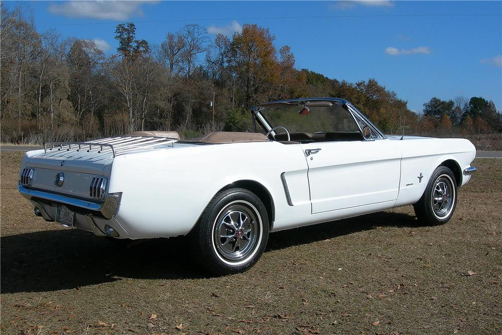 1965 FORD MUSTANG CONVERTIBLE - Rear 3/4 - 182484
