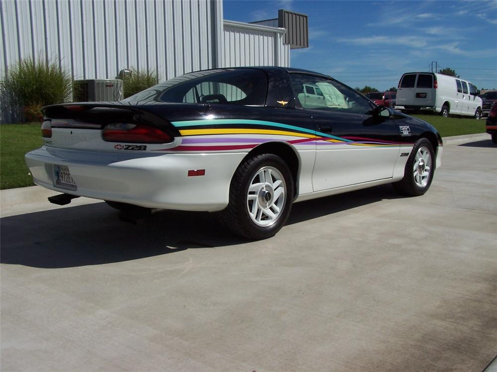 1993 CHEVROLET CAMARO Z/28 2 DOOR COUPE - Rear 3/4 - 182542