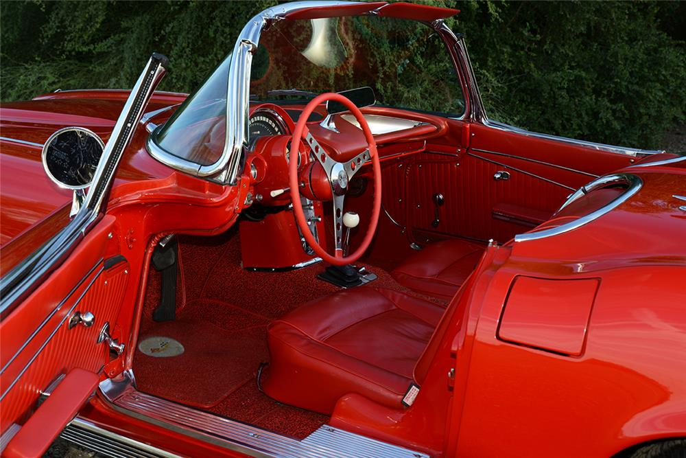 1962 CHEVROLET CORVETTE CONVERTIBLE - Interior - 182607