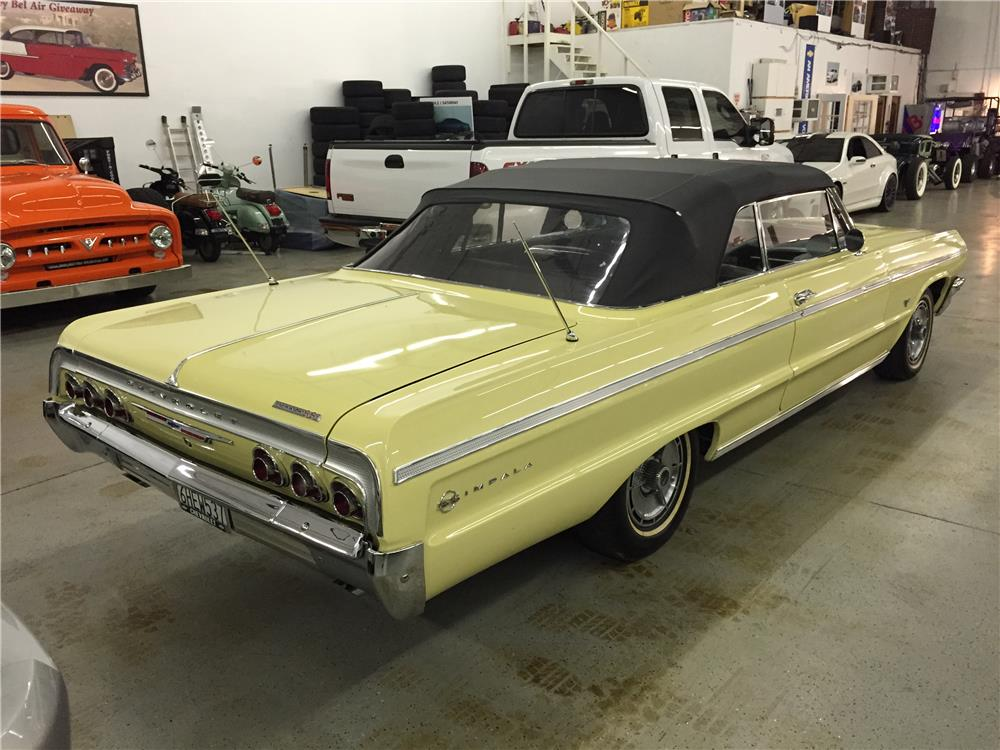 1964 CHEVROLET IMPALA SS CONVERTIBLE - Rear 3/4 - 182611