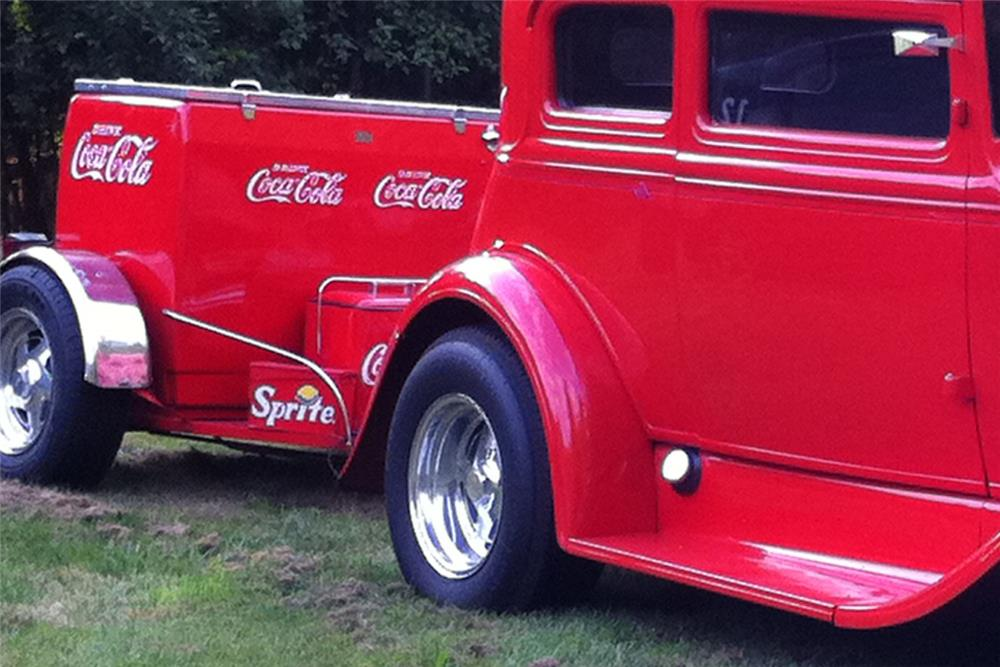 2000 COCA-COLA CUSTOM TRAILER - Front 3/4 - 182646