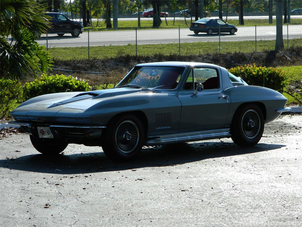 1967 CHEVROLET CORVETTE COUPE - Front 3/4 - 182656