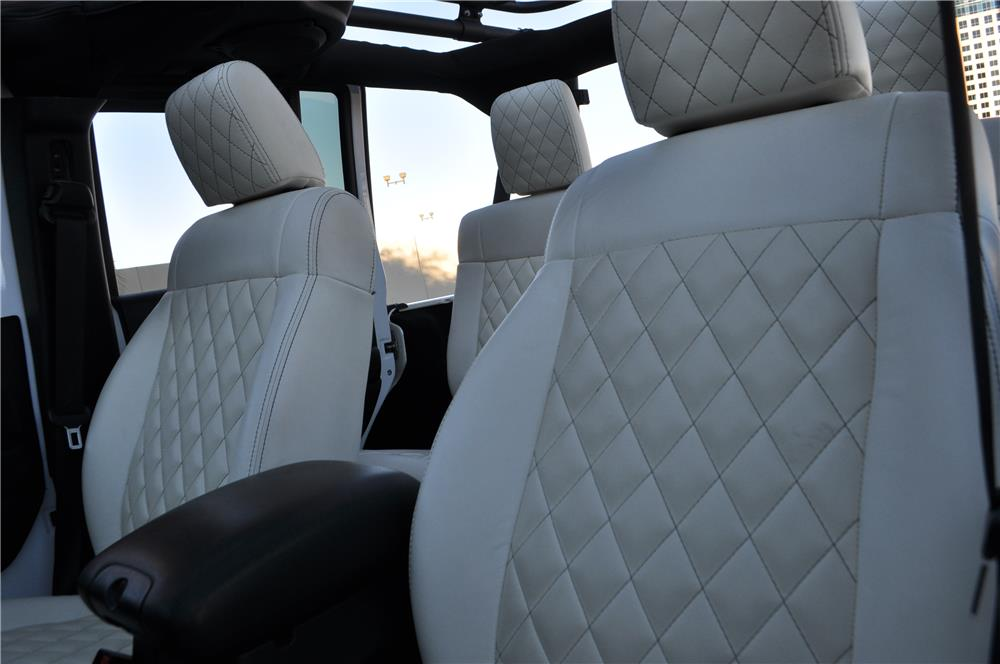 2011 JEEP WRANGLER UNLIMITED CUSTOM SUV - Interior - 182945