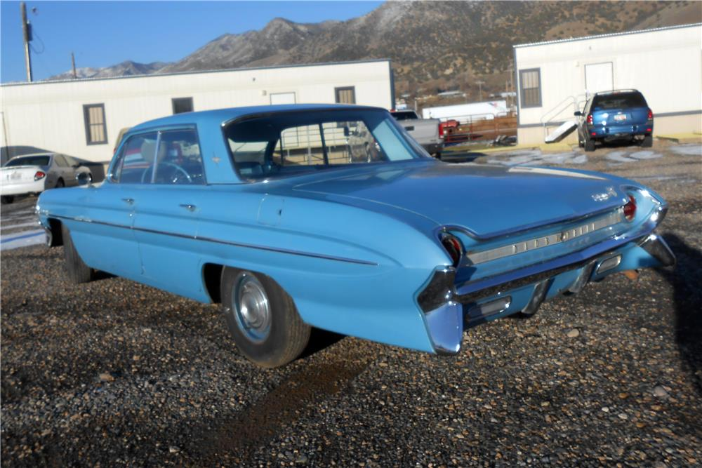 1961 OLDSMOBILE DYNAMIC 88 4 DOOR HARDTOP - Rear 3/4 - 183795