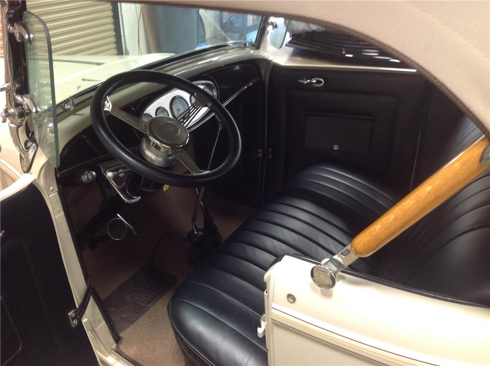 1932 FORD CUSTOM ROADSTER - Interior - 184064