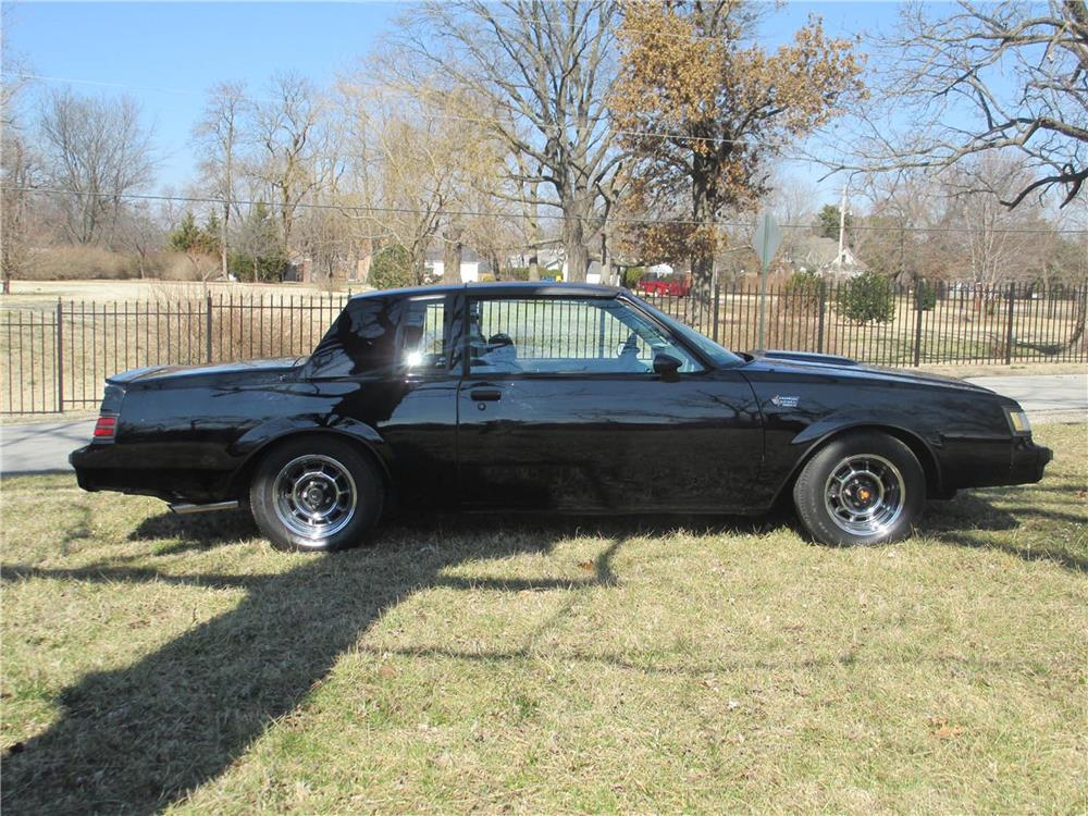 1986 BUICK REGAL GRAND NATIONAL T-TOP COUPE - Side Profile - 184092