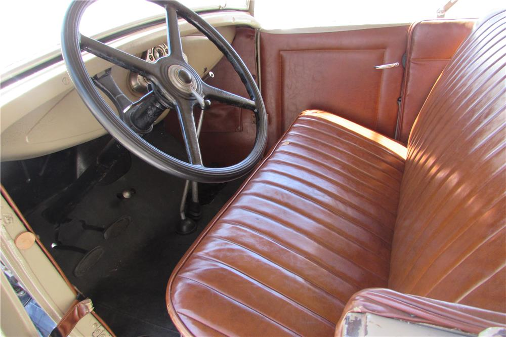 1930 FORD MODEL A ROADSTER - Interior - 184184