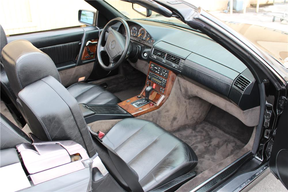 1995 MERCEDES-BENZ SL320 CONVERTIBLE - Interior - 184220