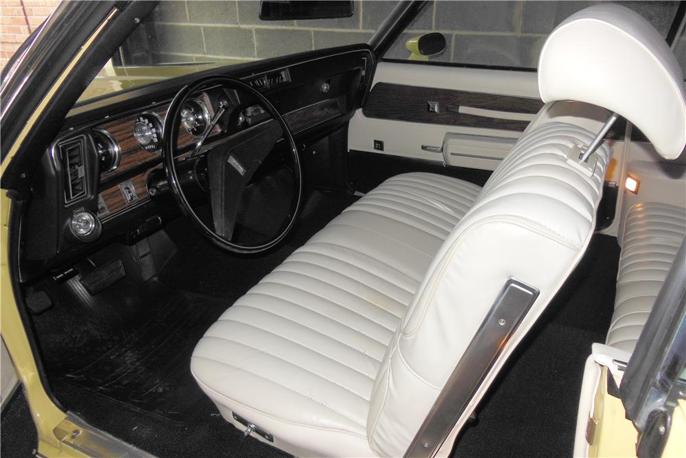 1972 OLDSMOBILE CUTLASS CONVERTIBLE - Interior - 184256