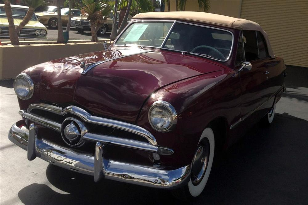 1949 FORD CUSTOM CONVERTIBLE - Front 3/4 - 184275