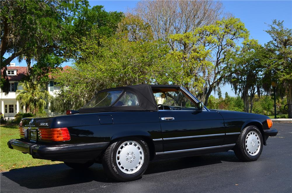 1987 MERCEDES-BENZ 560SL CONVERTIBLE - Rear 3/4 - 184342