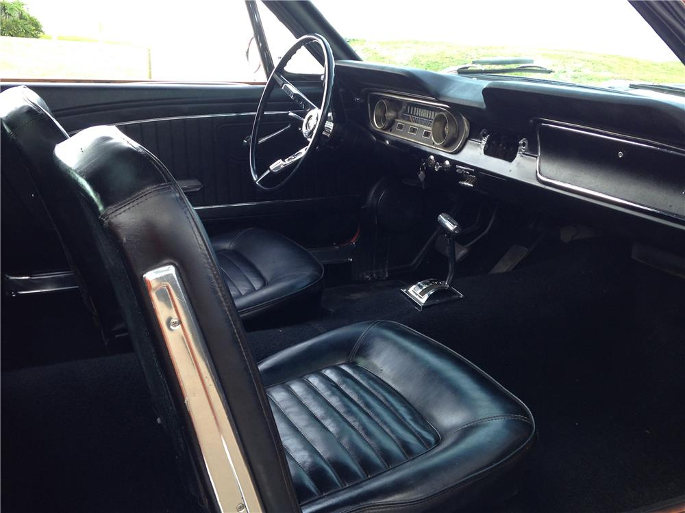 1965 FORD MUSTANG FASTBACK - Interior - 184405