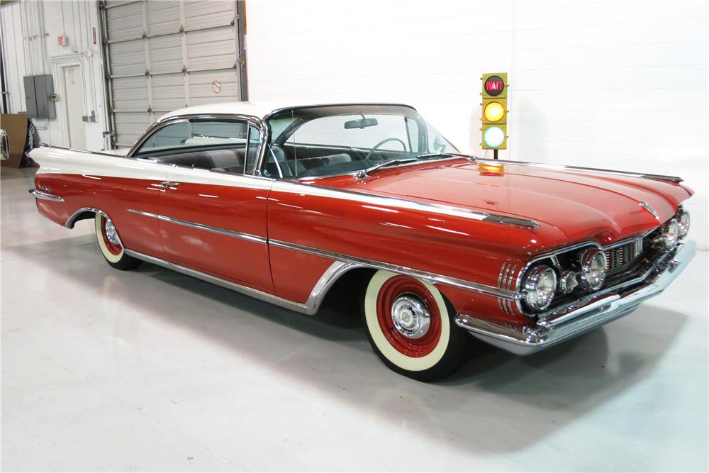 1959 OLDSMOBILE HOLIDAY 98 - Front 3/4 - 184432