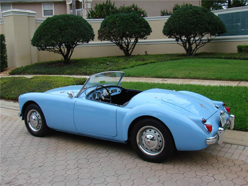 1960 MGA 1600 CONVERTIBLE - Rear 3/4 - 184436
