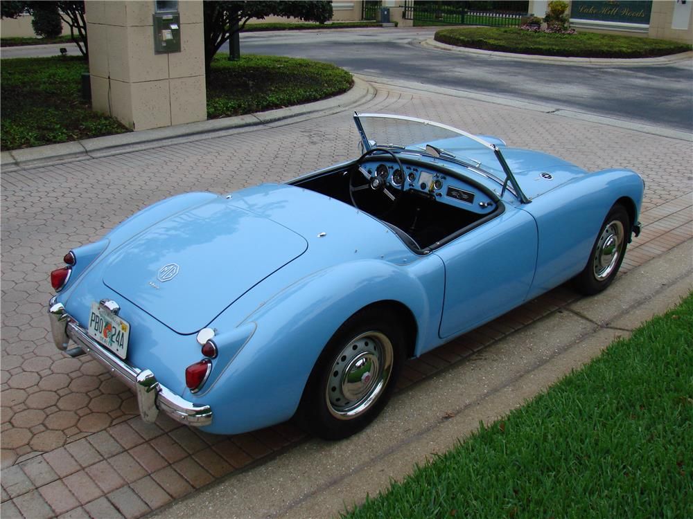 1960 MGA 1600 CONVERTIBLE - Side Profile - 184436