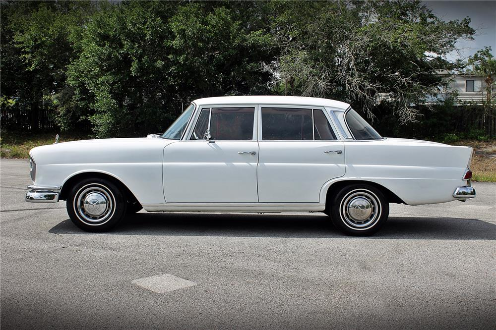 1965 MERCEDES-BENZ 220 SEDAN - Side Profile - 185053